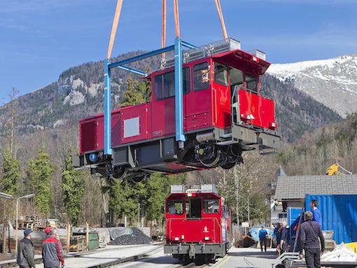 tn_at-schafbergbahn-stadler-loco-crane