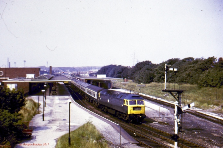 Class 47 on 1A58 at Barrow Station 1977