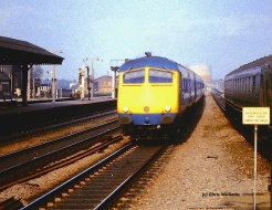 In late 1967 the 'Blue Pullman' sets received their first taste of BR's 'Corporate Livery'. Here, one of the repeated sets approaches Platform 4 at Reading General on a Westbound Service.     (Photo Courtesy Chris Williams)