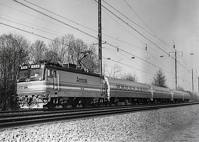 AEM7 and Amfleet II train