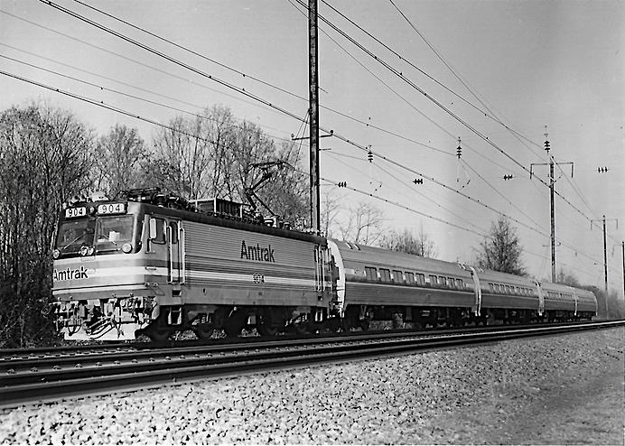 AEM7 and Amfleet II train