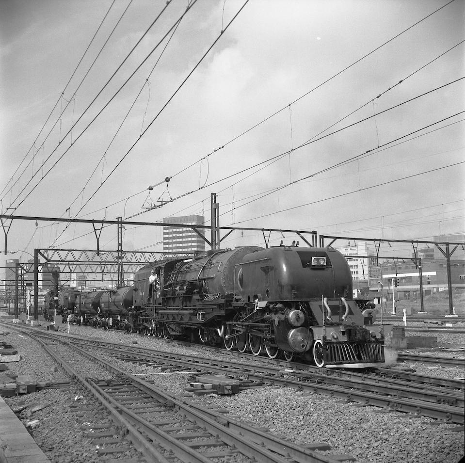 SAR Class GMA:M Beyer Garratt type 4-8-2+2-8-4 steam locomotives Nrs. 4066 & 4101 copy