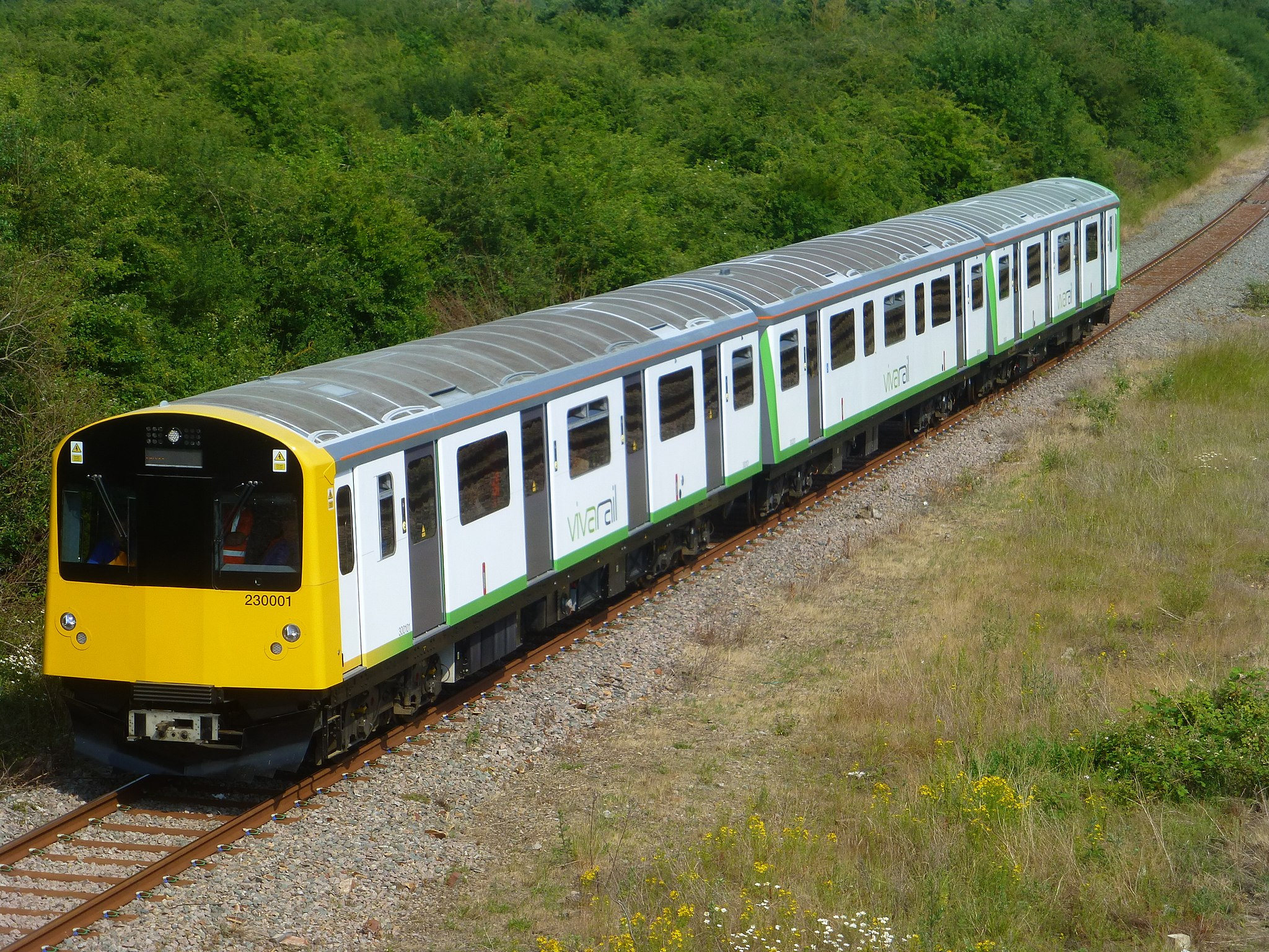 2048px-D-Train-203001-Approach-Honeybourne-P1410129