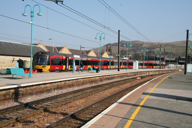 Class_333_train,_Skipton_station,_Yorkshire_-_geograph.org.uk_-_384556