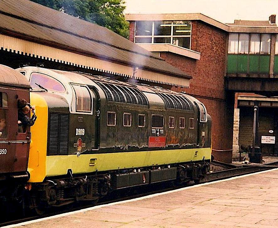 D9019 at Bury on ELR