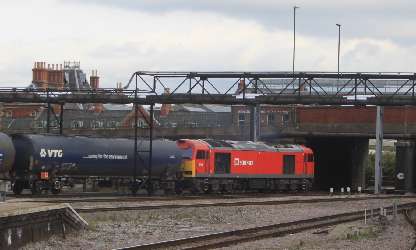 Nottingham_-_DB_Cargo_60100_with_oil_tanks