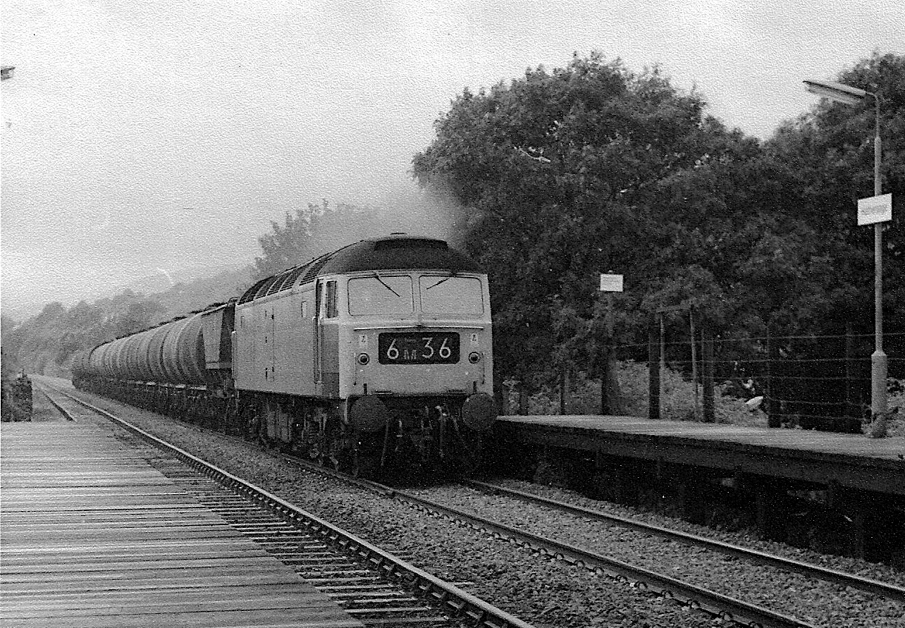 1052 - Unidentified Class 47 Co-Co diesel on oil train at Hathersage 1975