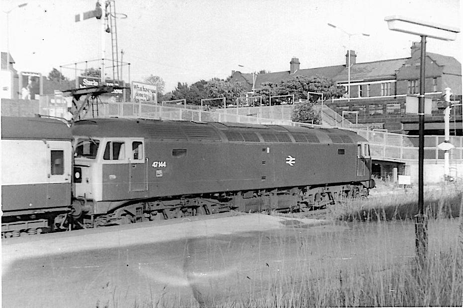 668 - Class 47 No. 47144 at Barrow - 1730